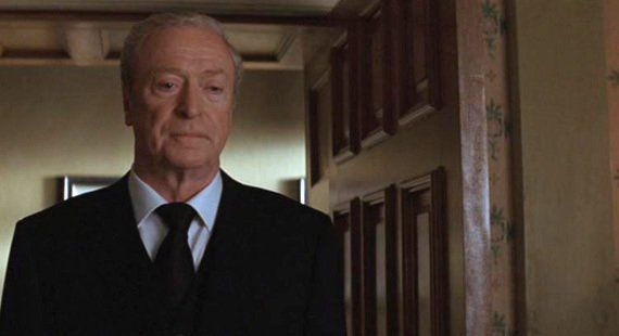 Alfred, el mayordomo. Su segundo padre