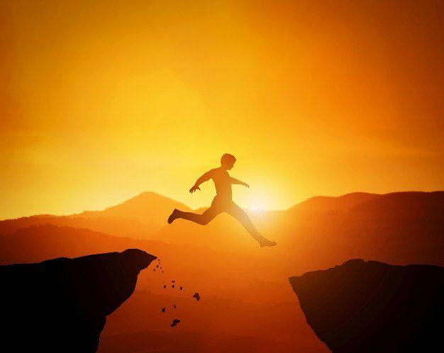 El obstáculo es el camino, hombre saltando