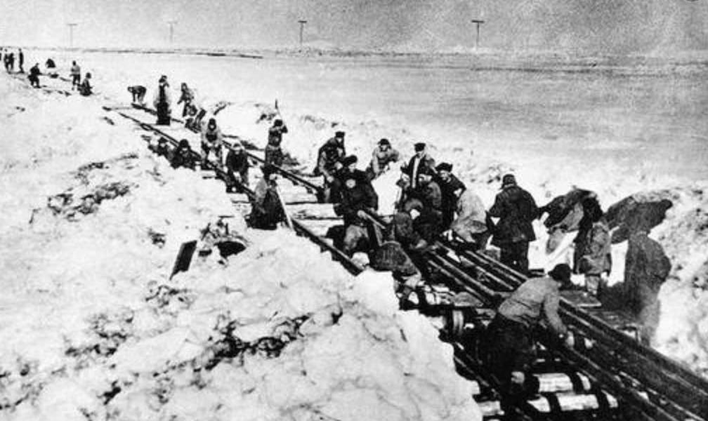 Prisioneros realizando trabajos forzados en Siberia
